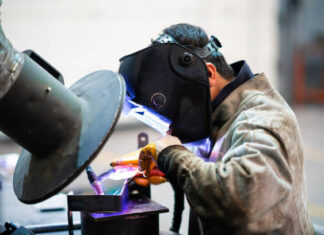 Things to consider while purchasing welding helmets
